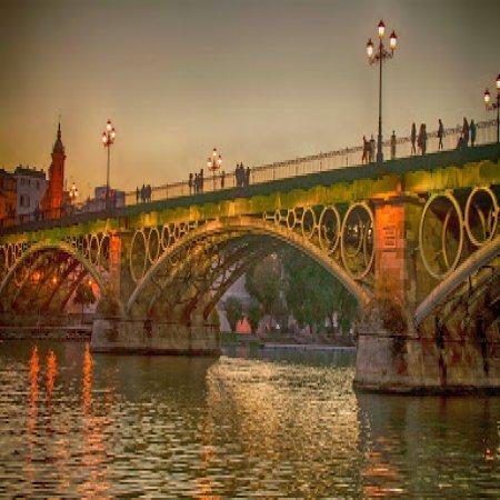 El Puente De Triana Sevilla Iluminado