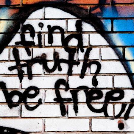 Find Truth Be Free Graffiti