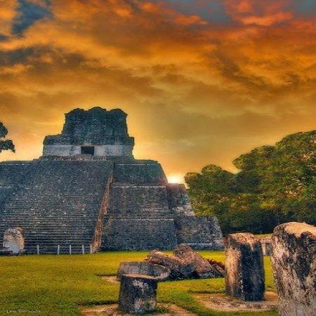 Foto Hermosa Tikal Al Atardecer