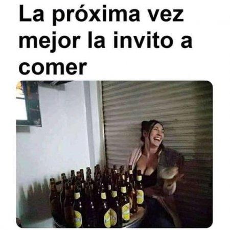 Mujer Toma Mucha Cerveza Con Frase Graciosa