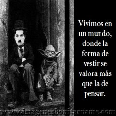 Chaplin Y Yoda Sentados