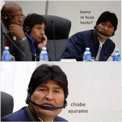 Evo Morales Usando Unos Audifonos